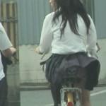 【画像あり】女で自転車乗るときこういう乗り方する奴なんなん?ただの痴女やろwwww