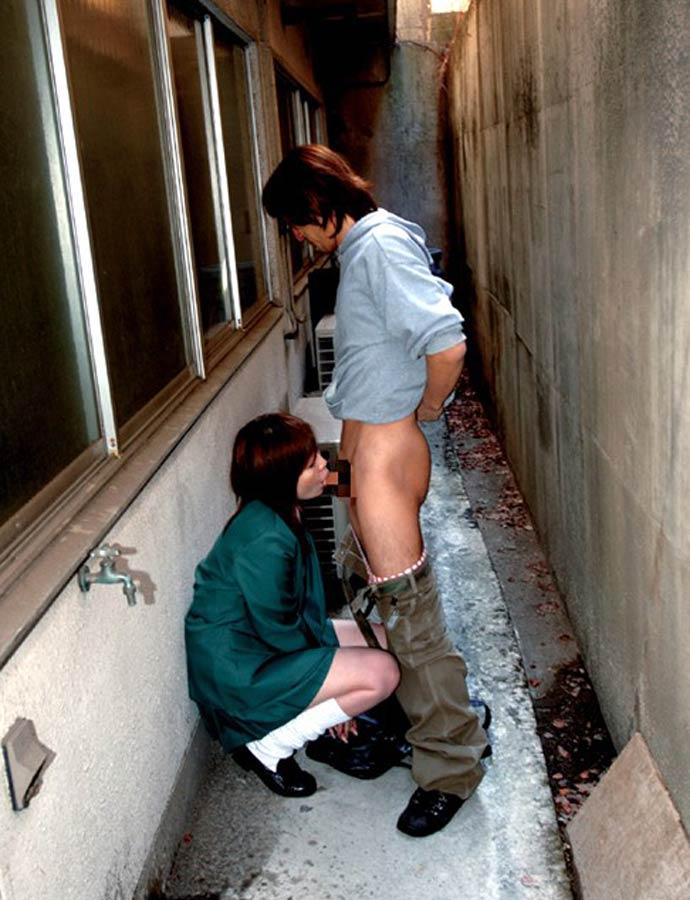 【野外フェラエロ画像】デート中にむらむらしたらその場でズボンおろしてフェラ!こんなスケベな彼女が欲しいよなwww その3