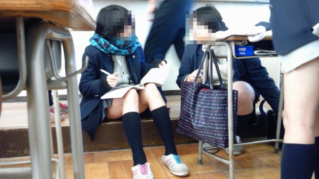 【街撮りJKエロ画像】すべすべの素肌!思わず吸い込まれそうになる現役女子高生のピチピチの太ももがヤバいwww その5