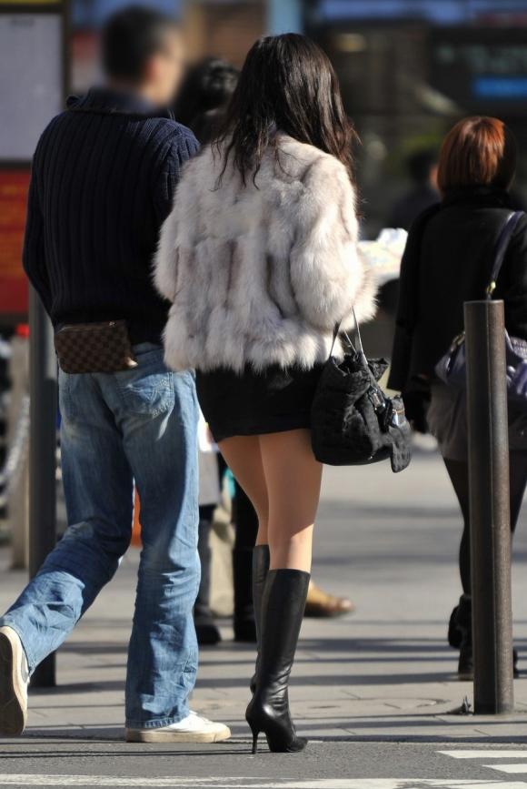 【ミニスカブーツ街撮り画像】寒い冬でも股間を熱くするミニスカブーツ!思わず見惚れる素人娘の太ももがコレwww その2