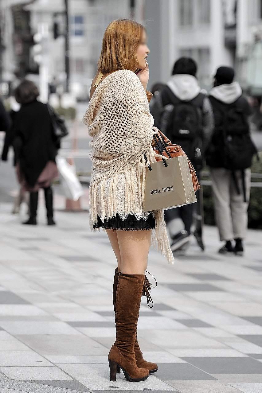 【ミニスカブーツ街撮り画像】寒い冬でも股間を熱くするミニスカブーツ!思わず見惚れる素人娘の太ももがコレwww その4