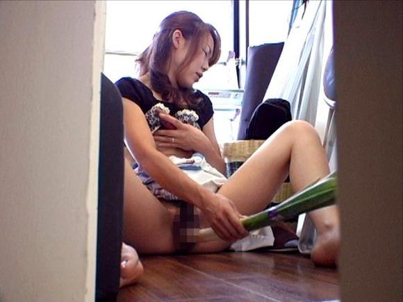 【草食系女子エロ画像】これが本物の草食系女子www激しく意味を勘違いしたま~んさんの野菜挿入マンコwww その2