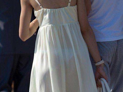 【透けパンエロ画像】ワンピースで透けブラ・透けパンしてるお姉さん…この布1枚捲ったら下着姿なんだと思うと興奮するよなwww(15枚)