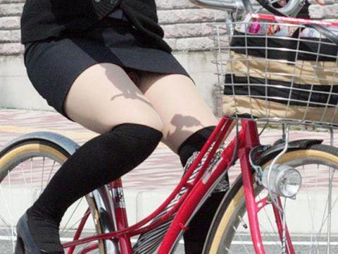 タイトスカートの足元がセクシー!パンチラが撮れるまで見続けたい自転車OLさんの街…